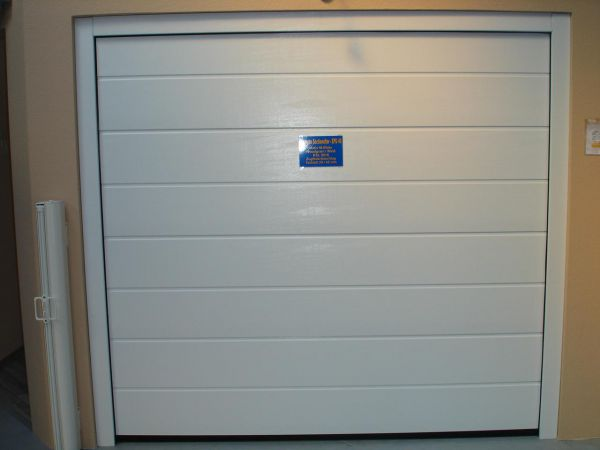 garagen sectionaltor lpu40 woodgrain m sicke breite 2190mm h he 1955mm farbe ral 9016. Black Bedroom Furniture Sets. Home Design Ideas